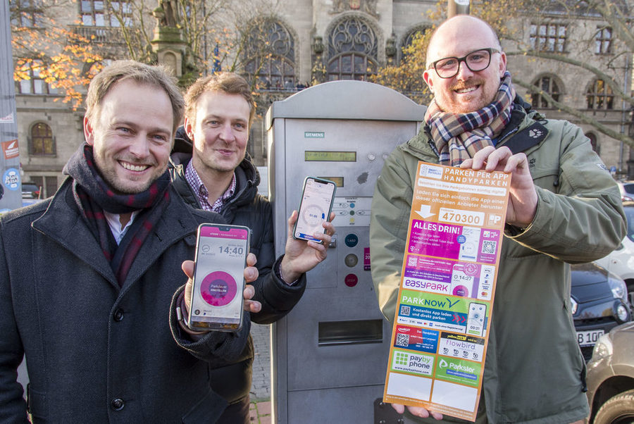 von links: StD Martin Murrack, Philipp Zimmermann (Smart Parking e.V.) und OB Sören Link