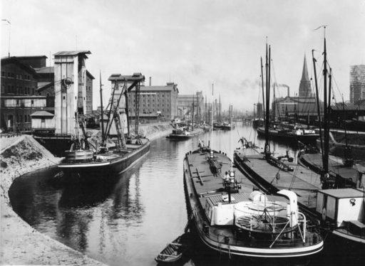 Duisburg's Inner Harbour around 1902