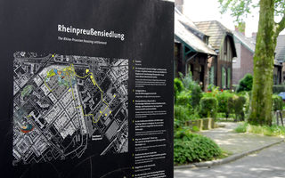Information board with tour tip